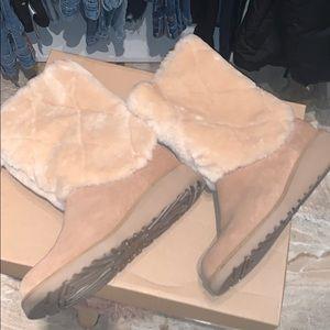 Ugg w Ariella lux diamond with a slight heel